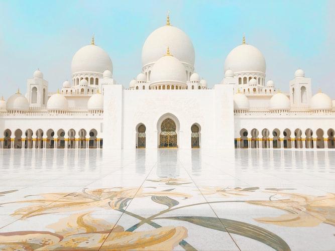 la-spettacolare-moschea-di-abu-dhabi
